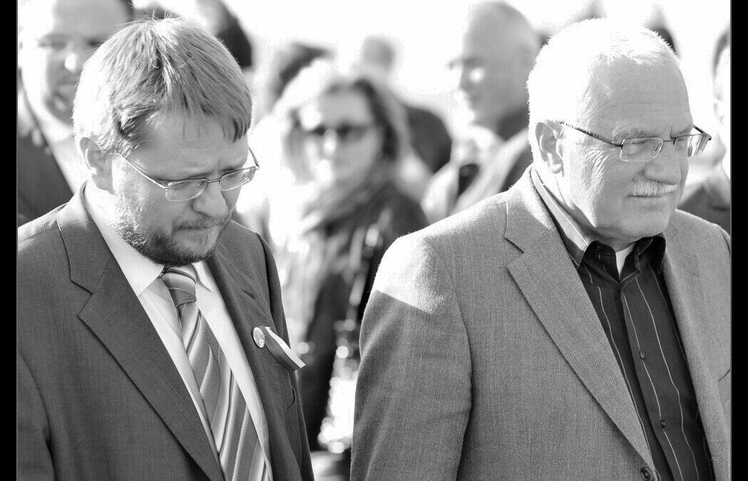 Hanba vlastizrádným senátorům! – Prohlášení Akce D.O.S.T. kžalobě Senátu na prezidenta republiky Václava Klause