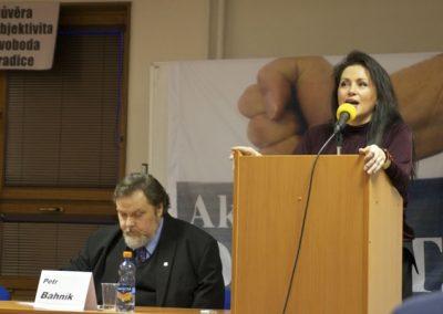 Jako první z panelistů vystoupila na setkání předsedkyně Suverenity Jana Bobošíková