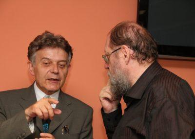 O budoucnosti pravice se živě se diskutovalo mezi přítomnými i o přestávce. Na snímku Jiří Hejlek s Alexandrem Tomským.