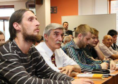 Projevy pozorně sledoval i Ladislav Bátora se synem Alexandrem.