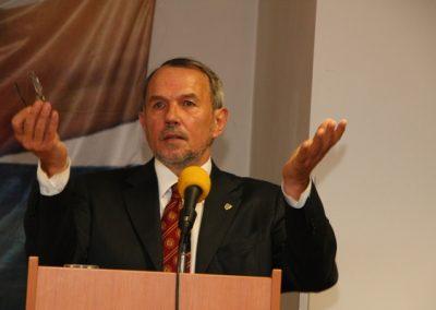 Zástupce vedoucího Kanceláře prezidenta republikÿ Petr Hájek svým příspěvkem uzavřel první polovinu večera.