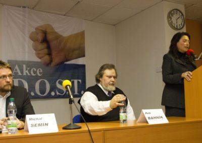 Její projev pozorně sledovali i předseda s místopředsedou Akce D.O.S.T. Michal Semín s Petrem Bahníkem.