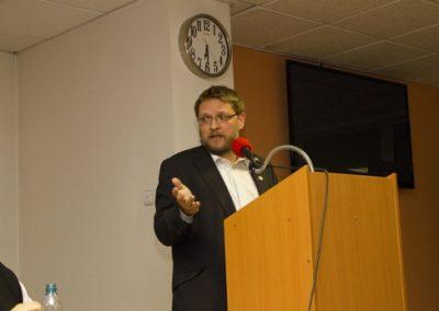 Předseda Akce D.O.S.T. Michal Semín, který vystoupil jako třetí panelista, vyzval Svobodné, Suverenitu i další euroskeptiky ke společnému postupu.