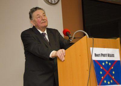 Jako první v diskusi vystoupil předseda Českého hnutí za národní jednotu Jan Skácel.