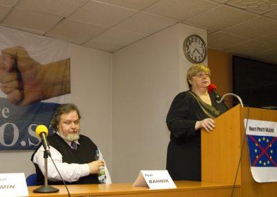 S pratickými připomínkami ohledně referenda, vystoupila místopředsedkyně Suverenity Jana Volfová.