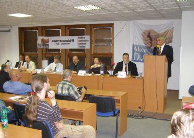 Diskusní večer zahájil předseda Akce D.O.S.T. Ladislav Bátora.