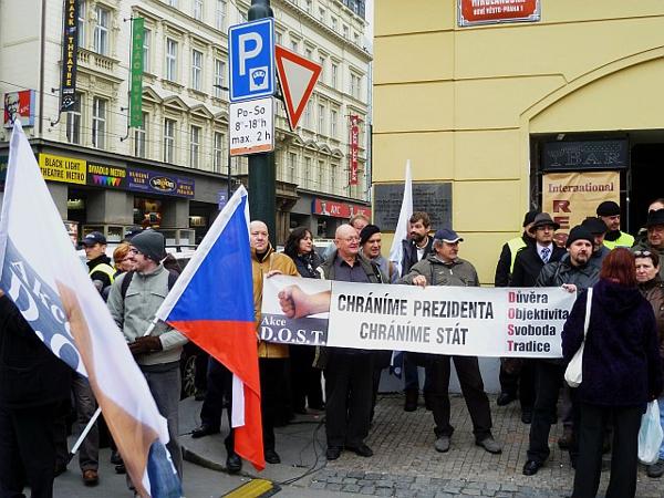 Signatáři D.O.S.T. přivítali prezidenta na Národní třídě – Praha 17.11. 2012