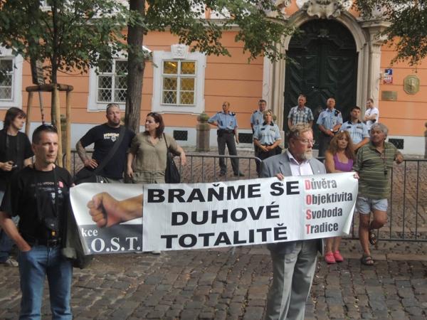 Braňme se duhové totalitě – Praha 16.8.2013