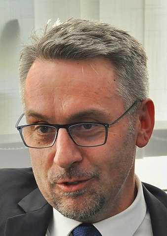 Kapitulace Babišovy vlády: Český ministr vnitra podporuje řízený přesun afrických migrantů do Evropy