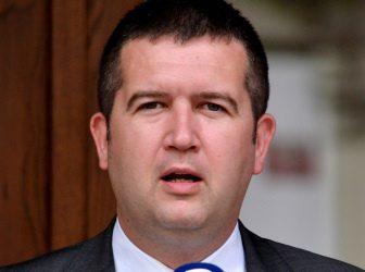 Akce D.O.S.T. žádá demisi ministra vnitra Jana Hamáčka